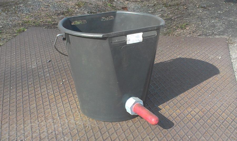 kbelík s dudlíkem