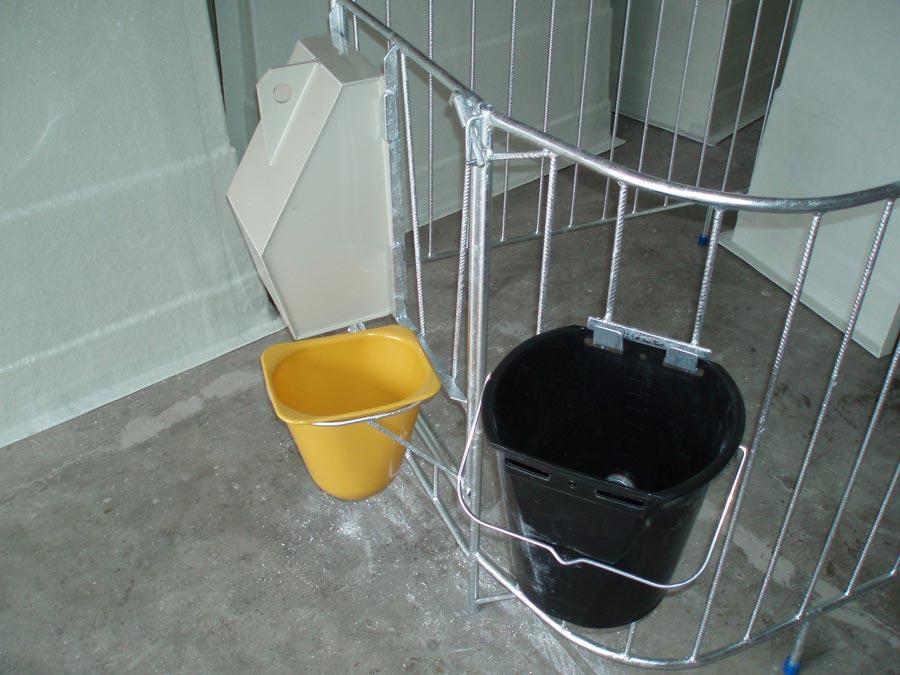 držák na kbelík s dudlíkem